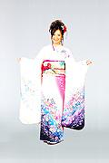 1286 白系 ピンク染め分けラメ入り花柄前面写真