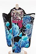 1736 黒系 ブルー染め分け蝶と大輪の花柄 tt-bsaアゲハ背面写真