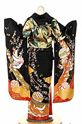 363 黒系 金彩、花車鶴と花の饗宴古典柄背面写真